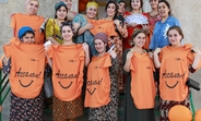 Женщины в положении с футболками для беременных, предоставленные ЮНФПА Таджикистан. ©Фото: ЮНФПА Таджикистан